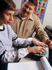 teacher_works_with_student_using_low_vision_tech